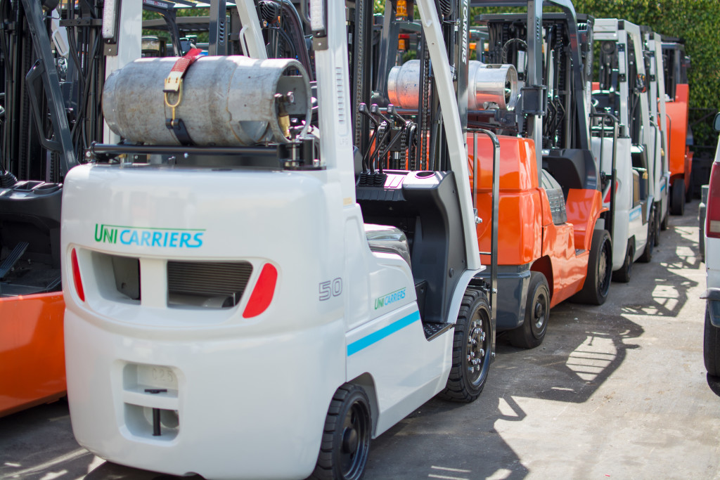 Advantages and Disadvantages of New vs Used forklifts